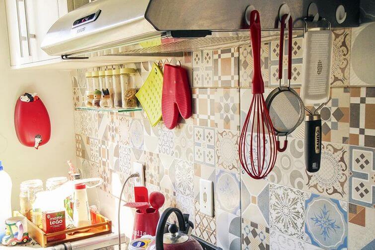 Decoração de casa alugada: azulejos ajudam na personalização. Projeto por Casa Aberta.