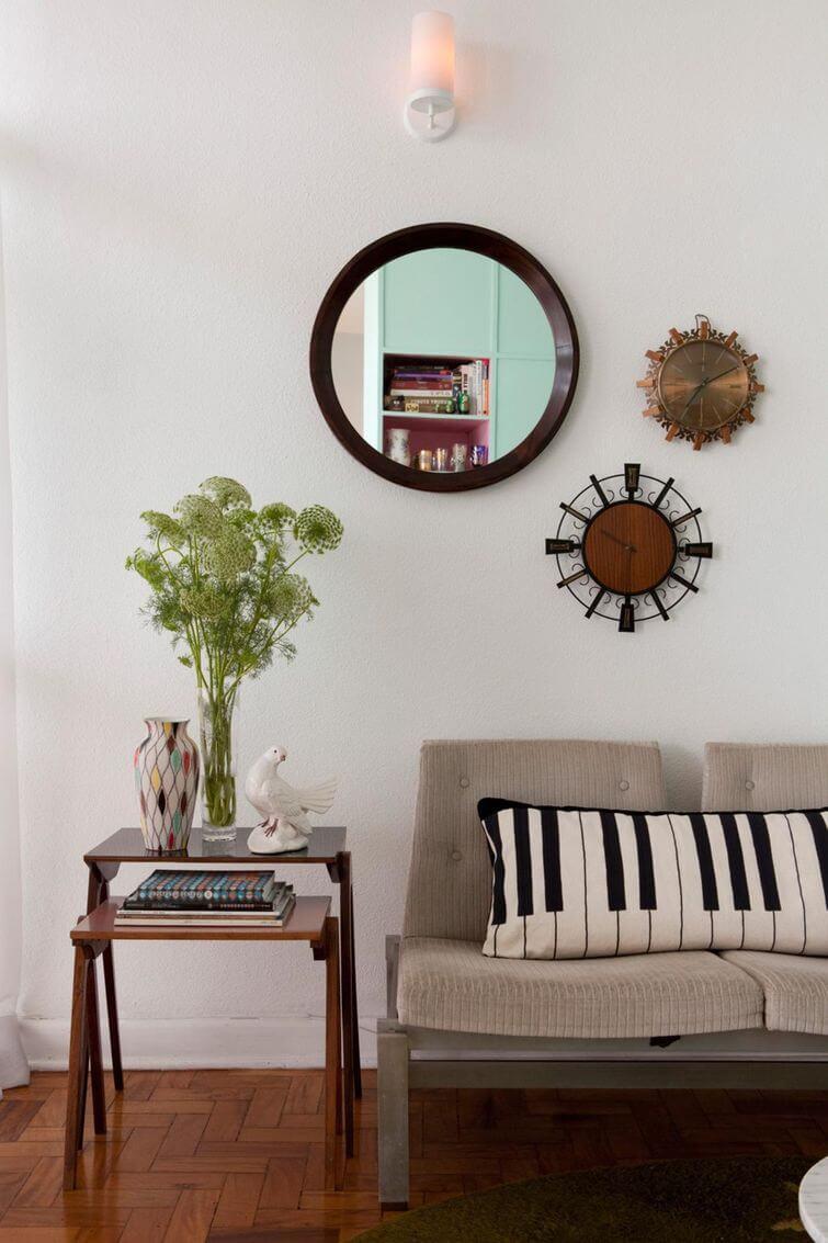 Decoração de casa alugada: Composição de quadros na parede para decorar com estilo. Projeto por Gabriel Valdivieso.