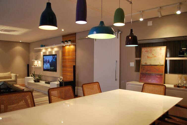 Decoração de casa alugada: Spots na sala da jantar. Projeto por Projética Design e Arquitetura.