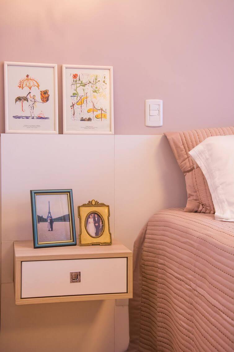 Decoração de casa alugada: Porta retrato e puxadores diferentes deixam a casa com a sua cara. Projeto por Camila Chalon.
